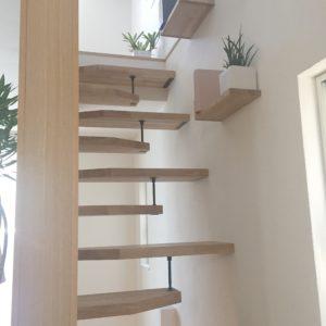 アース 階段が特殊 おしゃれ狭小住宅